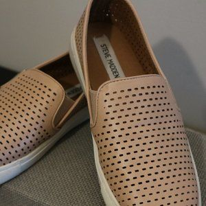 Steve Madden Shoes - SALE! 🔥 Steve Madden Beige Slip On Sneaker